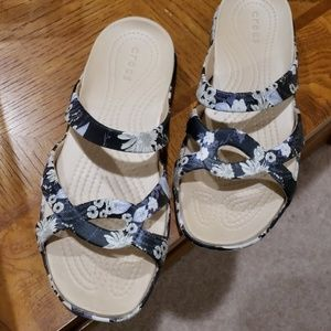EUC Crocs sandals